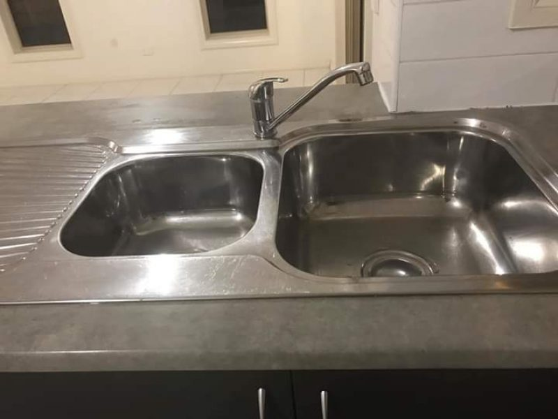 kitchen sink end of lease cleaning brisbane